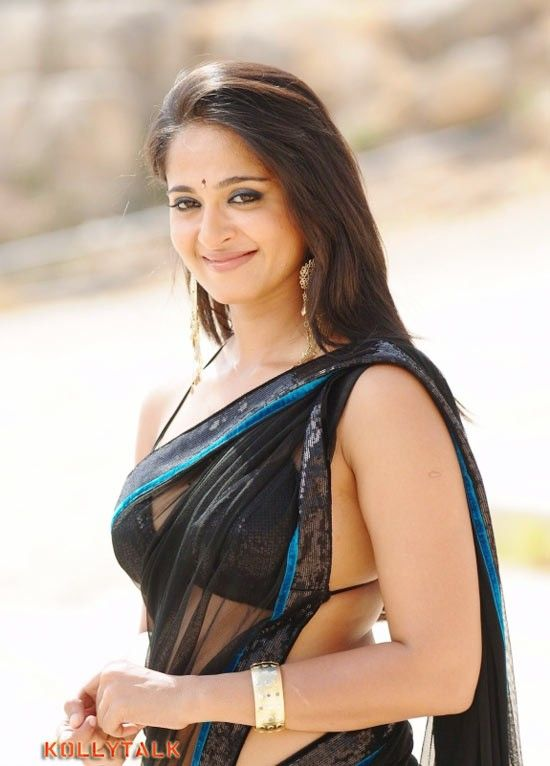 Shetty schauspielerin bluse anushka hot