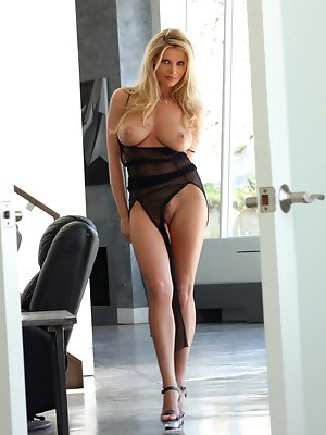 schone nackte blonde milf, tan lines