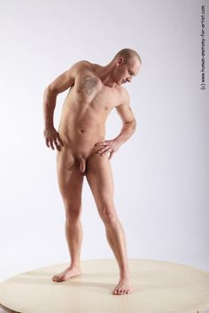 Male model posen nude art