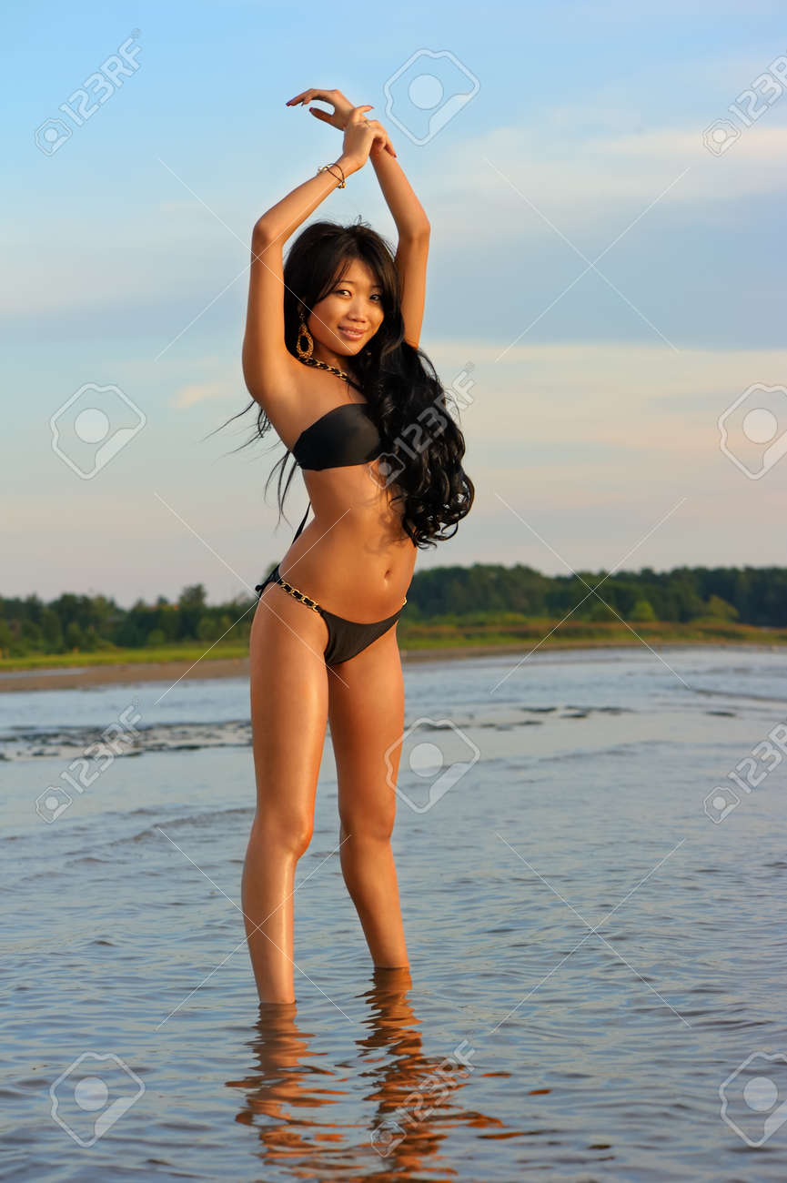 Strand am asian nude girls